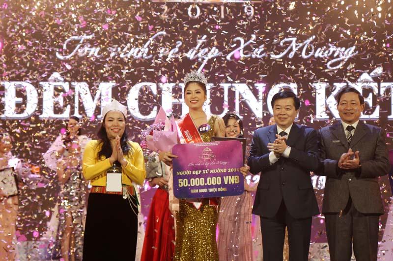 Nhìn lại Khoảnh khắc Nguyễn Hàm Hương đăng quang Người đẹp xứ Mường 2019