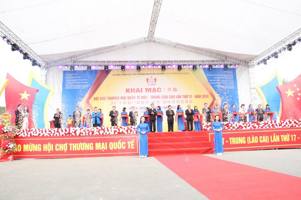 Khai mạc Hội chợ thương mại quốc tế Việt - ...