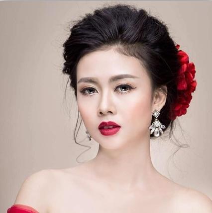 PG sự kiện Trần Thùy Vân
