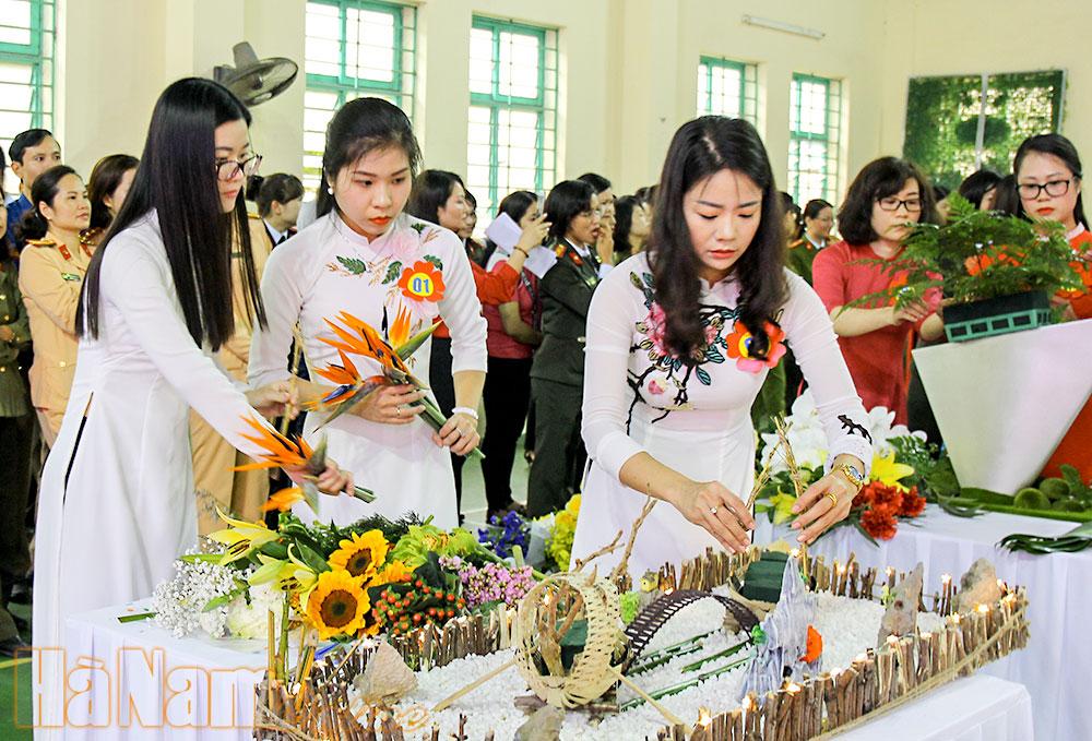 Tổ chức thi cắm hoa